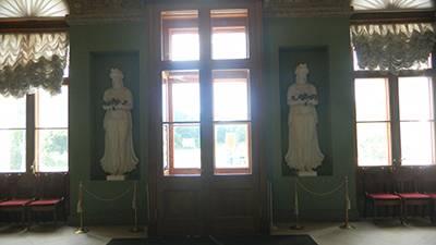 2 stone statues inside palace