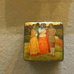 lacquer art of group of women
